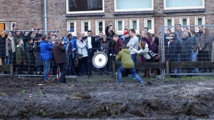 1ste Paal GM 15 Januari 2015  Wethouder Wijsmuller Slaat Op Gong Foto Cornelie Quist