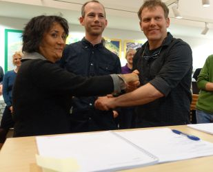 Groene Mient en gem Den Haag tekenen overeenkomst grondoverdracht 30.11.2015